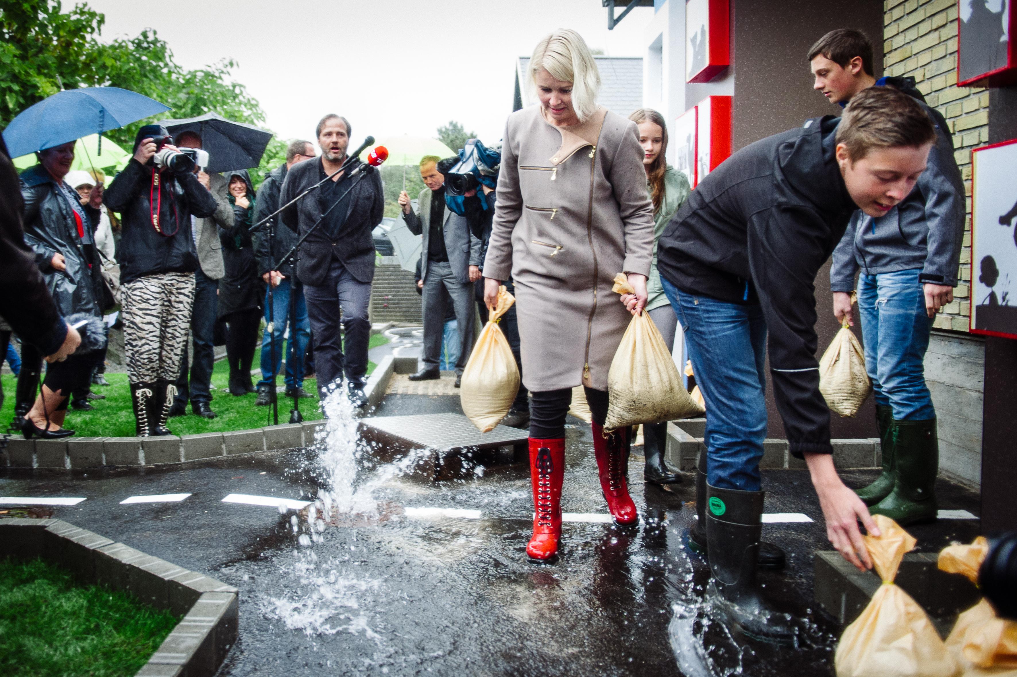Pia Allerslev redder by fra oversvømmelse