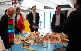 Den hollandske minister Eric Wiebes (th.) bliver klogere på fjernvarme i Hovedstadsområdet.
